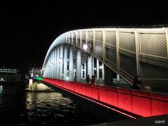 8/4  オリンピックのあいだ、勝鬨橋、ライトアップされるって聞いて、やって来ました。