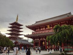 だけど、まずは浅草寺にお参り。