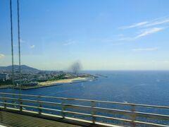 明石海峡大橋を渡る。