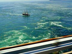 大鳴門橋からは、うず潮と観光船を見ることが出来た。