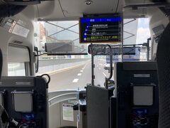 さて、JR名古屋駅前12:15発の高速バスに乗って次の観光地、飛騨高山へ向かいます。バスは事前に予約してましたが、座席半分くらいの乗車率でした。これから約2時間半のバス旅です。この時期なので車内での食事は禁止でした。食事を先に済ませて正解。