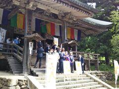 パラリンピックの聖火セレモニーが行われていました。立石寺の管長と佐藤市長ご出席。
