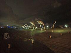 「大さん橋客船ターミナル」のくじらの背中は24時間入ることができます。横浜ベイエリアの夜景を見るなら(昼間でも!)、個人的にはここがオススメです(*´▽`*)
