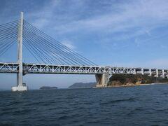 船は瀬戸大橋をくぐり、30分で塩飽本島に着船しました。