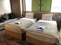 ホテルはeph TAKAYAMAのス-ぺリアツイン25m2です。少し広めの部屋にしました。ここで2日間お世話になります。朝食付き2泊、2人で29,929円です。ネットで旅行予約サイトを色々と探しましたが、「こころから」というサイトが一番安く、初めて利用してみました。何の問題もなく宿泊できました。