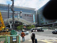 1食目(昼食) 博多駅すぐにあるラーメン店を目指します