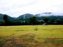 こちらは城山公園から見た、地附山(右)や大峰山(中央)。  このまま帰りました。  ここまでご覧いただきありがとうございました。