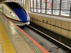 新幹線で金沢に向かいます。