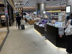 翌日、金沢駅で買い物をして帰ります