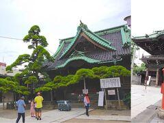 柴又帝釈天[http://www.taishakuten.or.jp/]には5分ほどで着きました。 印象的なのは瑞龍の松[https://bunkazai.metro.tokyo.lg.jp/jp/search_detail.html?page=1&id=1958]ですね。これは立派です。 お守りもいただきたかったのですが、16:00までだったようで残念ながらお参りだけしました。