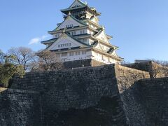 梅を見に大阪城にやってきました。 大阪城北側の京橋口から入ってきて見える、この角度が1番好きかな…