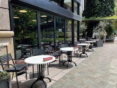 東京・丸の内『丸の内ブリックスクエア』1F  カリフォルニアイタリアン【A16】のテラス席の写真。  サンフランシスコで人気の南イタリア料理店が日本初上陸。 地域食材を生かして作られた料理やナポリ風ピッツァなど、 鮮度と旬の食材にこだわったダイナミックな料理が人気です。