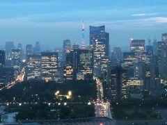 1つ上の写真をズームします!  東京タワー、虎ノ門エリア。  夕暮れ時の東京タワーを見るのも好きです。