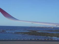 那覇空港までの海がとてもきれいであっという間。 天気予報では、明日から雨の予報・・・・  ちらとみたポーたまは行列でした。