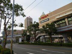 駅周辺には商業施設やイオンユーカリが丘店、お洒落な店も多く、住んで生活するには良いとこ。  専用タウンサイトもある。 https://town.yukarigaoka.jp/