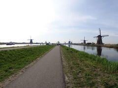 名実ともにオランダを代表する観光地キンデルダイク。オランダ第2の都市ロッテルダムの南東約10㎞のところに位置している。