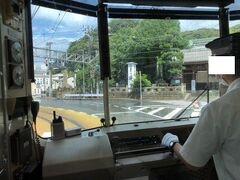 右手に龍口寺が見えるとまもなく江ノ島駅。