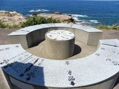 千畳敷の方位盤です。札幌、東京460km、ニューヨーク11220km、ハワイ、・・・。
