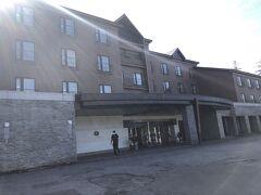 隣にある2日目の宿のホテルベアモンテに駐車することができました。