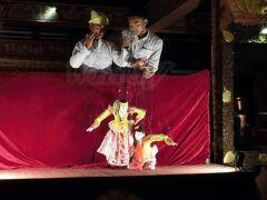 さぁ、まだ夜は終わりません! この後は、ホテルで、バガンの伝統的な操り人形ショーを見ながら食事ができるってことで、予約していたのです~