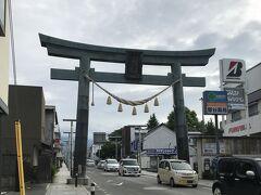 帰りに、富士山駅近くの金鳥居も見てきました。