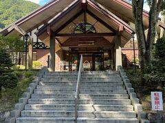 【こまくさの湯】 駒ケ岳ロープウェイを降りて左手にあります 露天風呂からの眺望も素敵で、ボディソープやシャンプーも備え付けてあります 2階は休憩やマッサージも受けられるようです