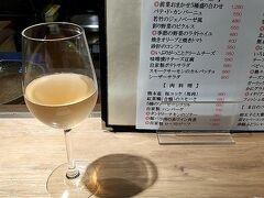 夜はホテルからほど近い、九吾郎ワインテーブル。 清澄白河フジマル醸造所のワインを飲むことができます。