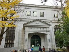 江東区立深川図書館の建物は洋館ぽい。