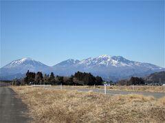 冬晴れの青い空。 日光男体山、女峰山がとても美しいです。