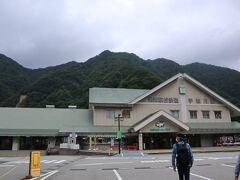 富山エクセルホテル東急からタクシーで約1時間後、宇奈月駅に到着しました。