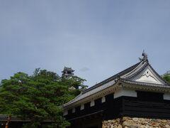 お城好きと言うわけではないのですが日本国内に残る木造の12古天守の一つとか代名詞が付くと、つい見なきゃと思うんですが辿り着く先までの石段が長いなー