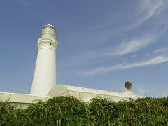 空も綺麗な青で、灯台の白と似合っていました。