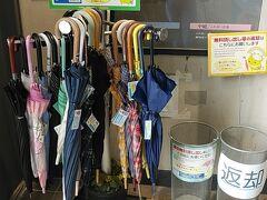 運河プラザでは貸し傘のサービスも。 こういうの有り難いですよね。