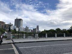 お腹もすいてきたので、遅いお昼ごはんを食べに行きます! 時間があったら、この橋を渡って向かいの平和記念公園にも行ってみたかったです