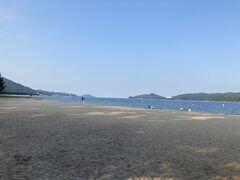 海水浴に行くような装備の家族連れが多いな~と思ってたら、な、なんとっ 天橋立海水浴場というのがあるようです 日本三景で海水浴って贅沢!