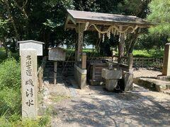 天橋立神社の横 日本名水100選の一つ 磯清水 天橋立は海に囲まれた細長い場所なのに、この井戸は真水が湧いてくるそうです そういわれれば、こんな場所で真水って不思議ですね