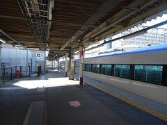 甲府駅で、あずさ29号に乗り換えるヨ。