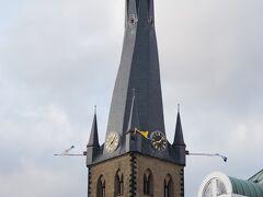 聖ランベルト教会の塔は、なかなかおもしろい形をしています。 おそらく、大戦後に再建されたのでしょう。