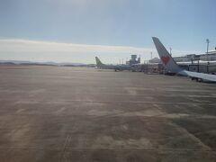 鹿児島空港到着。 羽田からは約1時間45分かかりました。