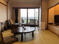北海道旅行2日目の宿泊は、「十勝川温泉第一ホテル 豆陽亭」。窓からは十勝中央大橋が目の前に見えます。