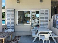 先ずは「座間味村漁協直売所 阿嘉島店」で昼御飯を食べましょう。6月から9月の、夏の平日昼限定で営業しているそうです。