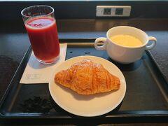 あっという間に搭乗時間が近づき、急いでラウンジで朝食。