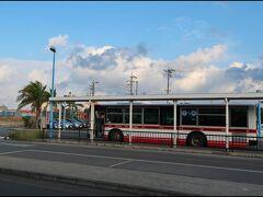 さて、時間になったので、バスで空港まで向かいます。一人片道¥500