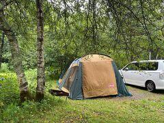 3日目朝。 寒いくらいの気温です。 小雨程度の雨ですが、2日間降り続いたせいでテントの中はぐちゃぐちゃ。