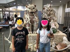 10:40 宮古空港に到着!!!  旅行記でよく見るシーサーだ~。子ども達もシーサーがかわいい!と気に入った様子。 やっとここまで来られた感。 嬉しい。