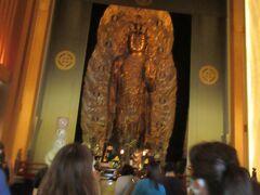 入ると大きな観音様で驚きました。11面観音菩薩です。通称「長谷観音」。奈良時代にクスノキで作られたということでした。高さ9.1mあるということで日本では最大級の木造観音です。