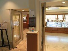 5月25日午前10時。 ホテルニューグランド1階の「ザ・カフェ」 開店時間と同時に来店。