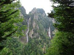 下からでもそれぞれの滝は見られますが、登山道を10分ほど登って、双爆台から両方の滝を観賞。右が流星の滝、左が銀河の滝。
