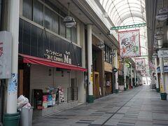 ●ときわ通り@JR豊橋駅界隈  人通りが極めて少なく…。 現在6:27。 お店の準備をするには早いか…。