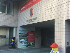 こちらはデンマーク大使館  ノリが軽いなぁ、レゴハウスかい・・・